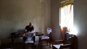Schreibplatz in Uganda